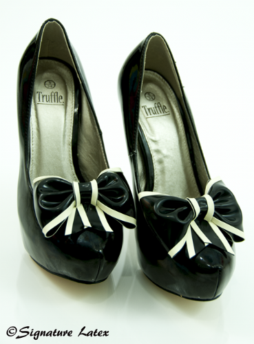 Latex Shoe bow's Black with white trim (E)
